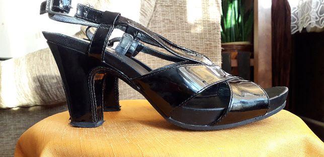 Sandałki, sandały skórzane lakierowana Clarks
