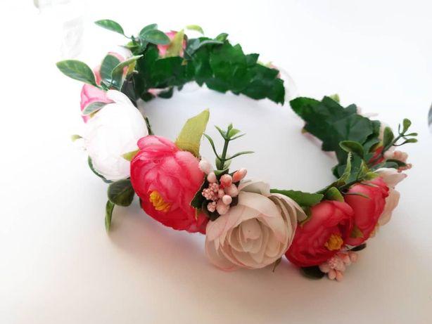 Віночок з квітів на голову