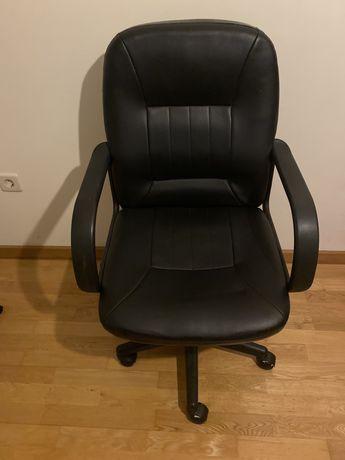 Cadeira de escritorio em bom estado