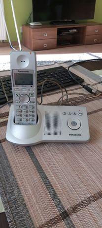 Telefon stacjonarny Panasonic KX-TG7120E.