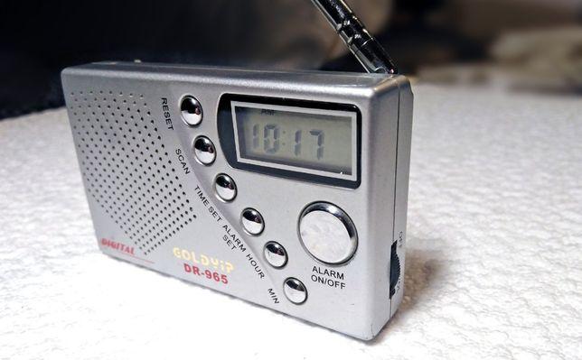 Малогабаритный приёмник GOLDYIP DR-965 с цифровой шкалой и часами