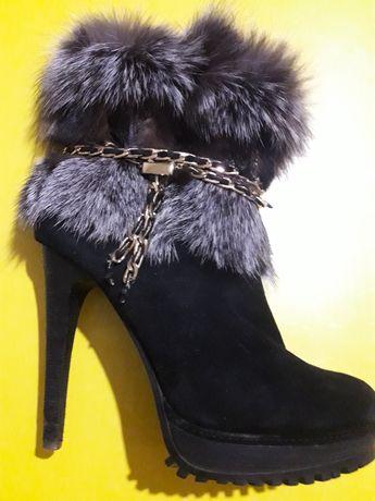 Ботинки зима,снатуральной цигейкой внутри и опушкой с песцового меха..