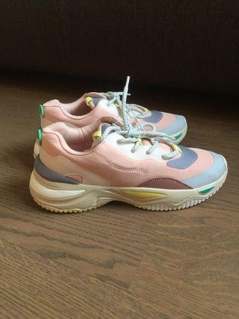 Женские кроссовки на платформе zara