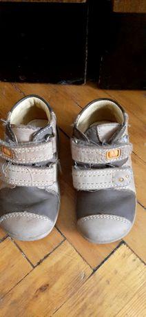 Детские ботинки свитер и брюки=50грн