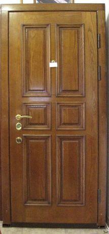Металлическая дверь с деревянными накладками