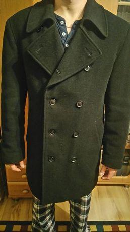 Czarny płaszcz Próchnik