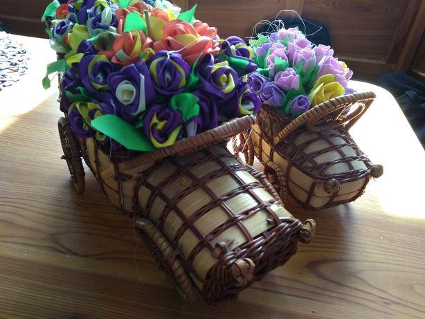 Ozdoba bibelot kwiatki autko dekoracja śliczny drobiazg