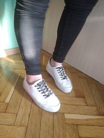 Кроссовки Bershka 38р состояние идеальное высокая подошва  ЭКО кожа