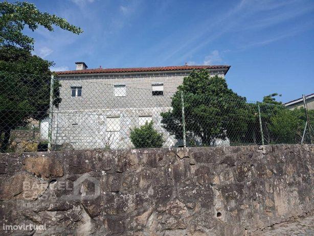 Moradia com dois apartamentos T3 em Adães - Barcelos