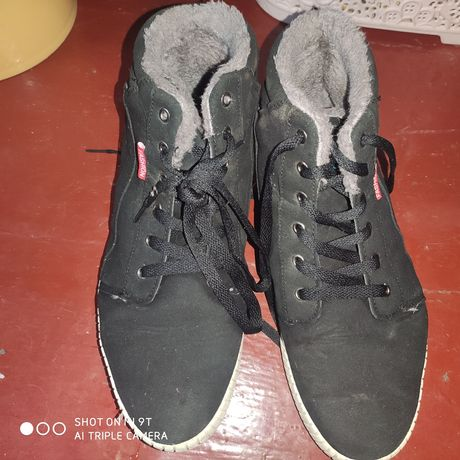 Кросовки ботинки на зиму  весна осень