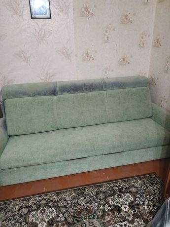 Продам диван двухспальный, раскладной.