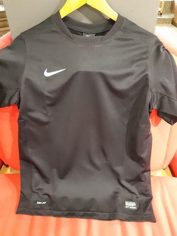 T-shirt preta Nike XL (13/15 anos) nova