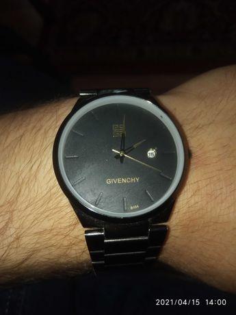 Часы наручные givenchy