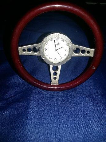 Relógio de mesa, com um pequeno defeito