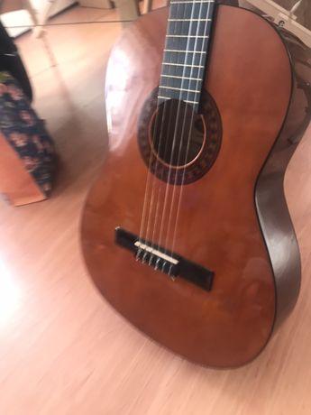 Gitara akustyczna mało używana z pokrowcem