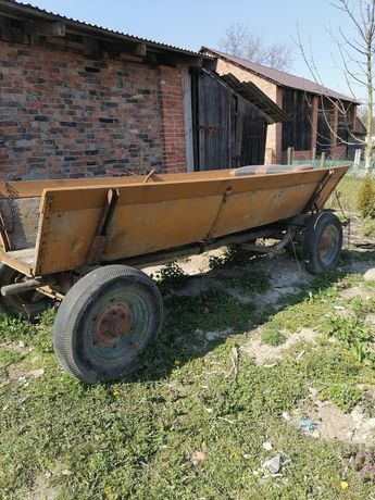 Wóz do ogrodu z zaczepem do traktora