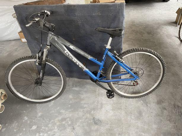 Bicicleta de montanha em aluminio