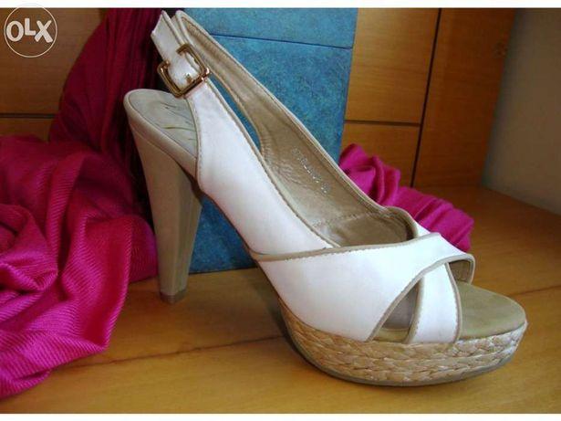 Sapato branco com sola compensada NOVO