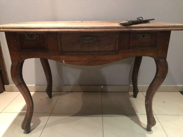 Stół z szufladami
