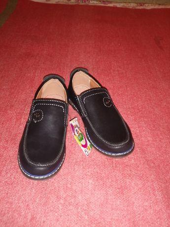 Продам новые туфли мокасины туфельки для мальчика