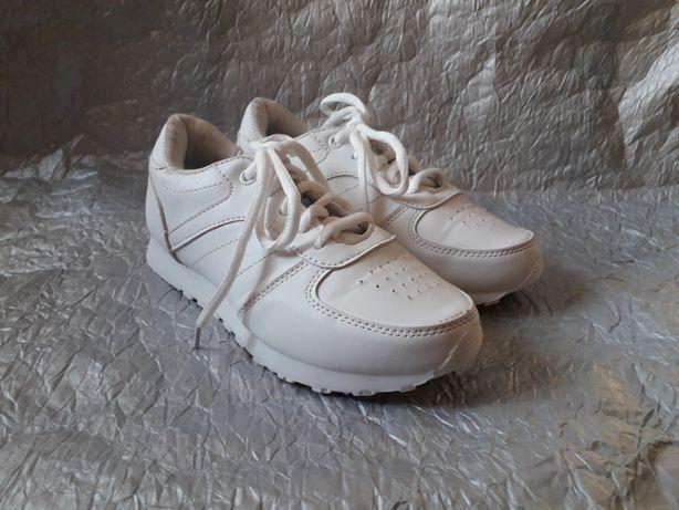 Кроссовки белые  32 33 размера на девочку детские
