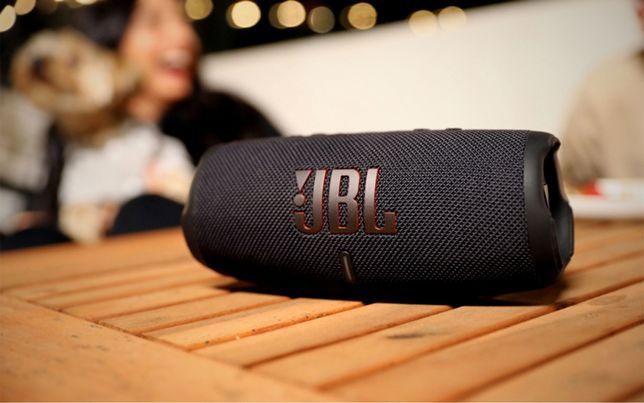 JBL Charge 5 nova em caixa