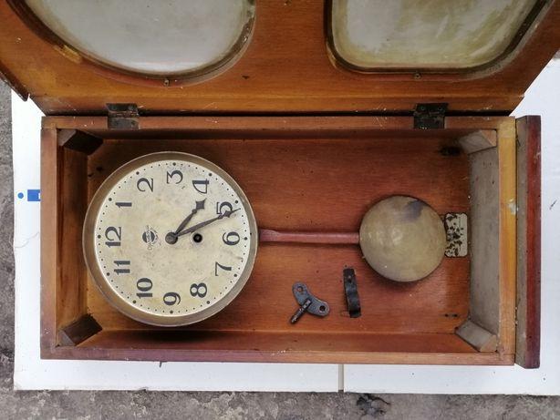 Часы маятниковые