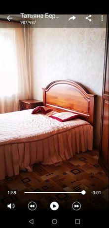 Продам итальянскую кровать из массива дерева в классическом стиле