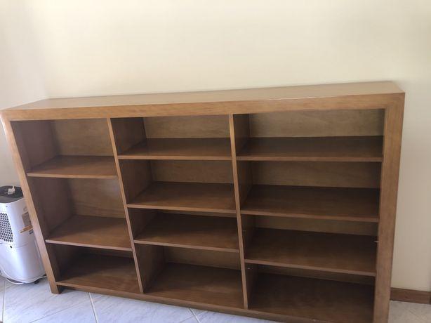 Móvel com estantes para livros 1.8*1.1