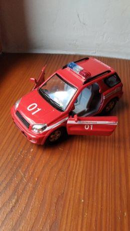 Продам металлическую игрушечную машинку «Пожарная охрана»