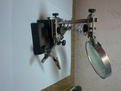Инструмент - установка для мелких ручных работ.