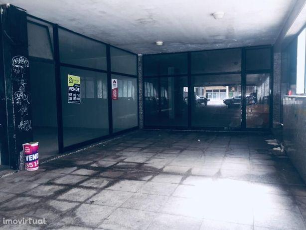 Loja com montra em São João da Madeira - SMF/01977