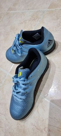 Chuteiras Adidas n.33