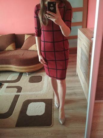Bordowa sukienka w kratkę