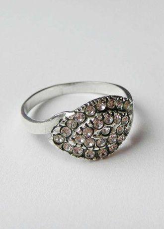 Srebrny pierścionek z cyrkoniami srebro P 925