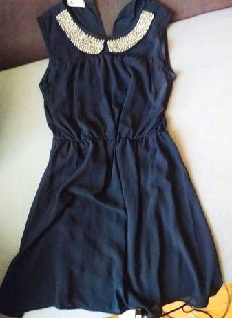 Sukienka M z ozdobnym kołnierzykiem