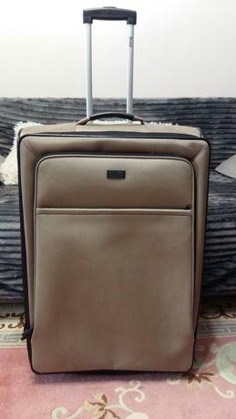 Продаю дорожный чемодан