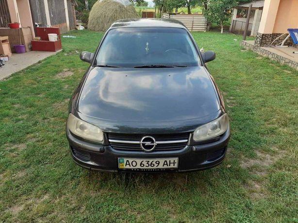 Машина Opel Omega
