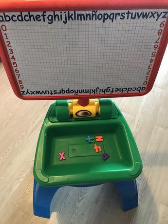 Mesa e quadro de crianca