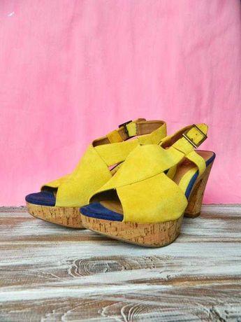 Яркие замшевые босоножки туфли на каблуке clarks