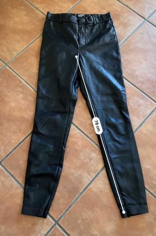 Calças pretas de cabedal ZARA M