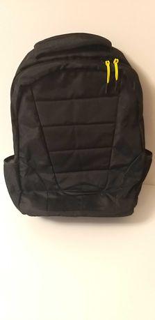 Plecak duży czarny z kieszenią na laptop