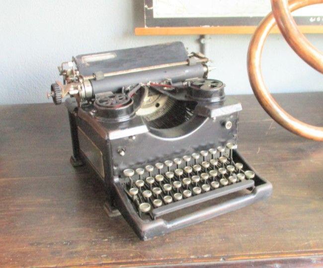 Máquina de escrever Royal, anos 20/30 Peso da Régua - imagem 1