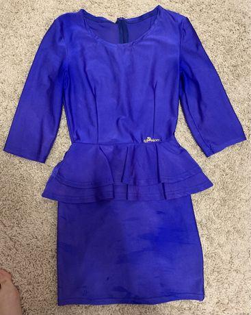 Синее платье электрик с баской