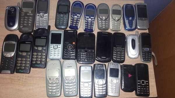 Zestaw Starych Telefonow