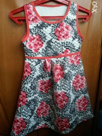 Śliczna, modna sukienka stan idealny rozmiar 122