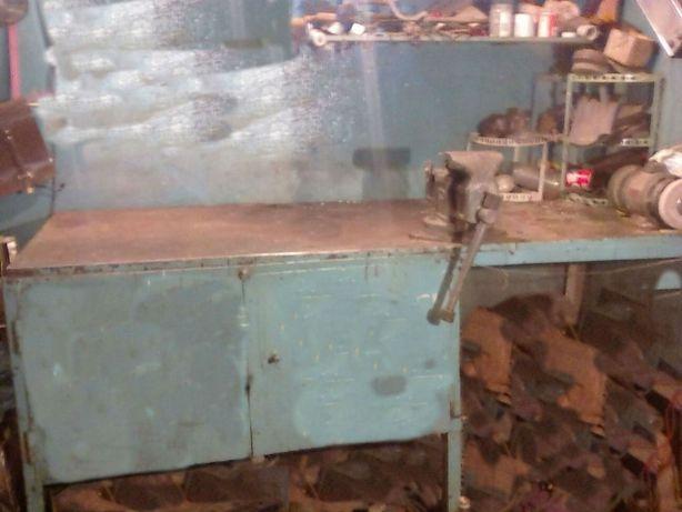 Продам металлический верстак