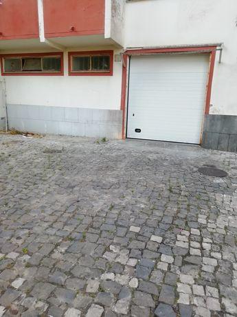 Arrendo Garagem Box /Arrecadações perto dos Bombeiros em Agualva Cacém