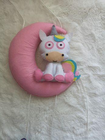 Girlanda pluszowa jednorożec i księżyc nad łóżeczko dla dziecka