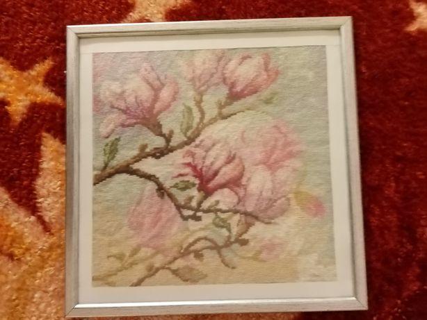 Obraz Kwitnąca Magnolia Haft Krzyżykowy w ramce